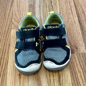 Plae Ty velcro sneakers, toddler size 10